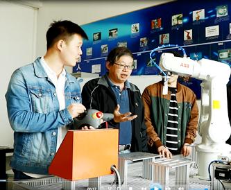 """工业机器人人才培养迎来""""瓶颈期"""" 做好人才细分和产教融合是关键"""
