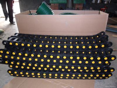 黄点重载型塑料拖链产品图