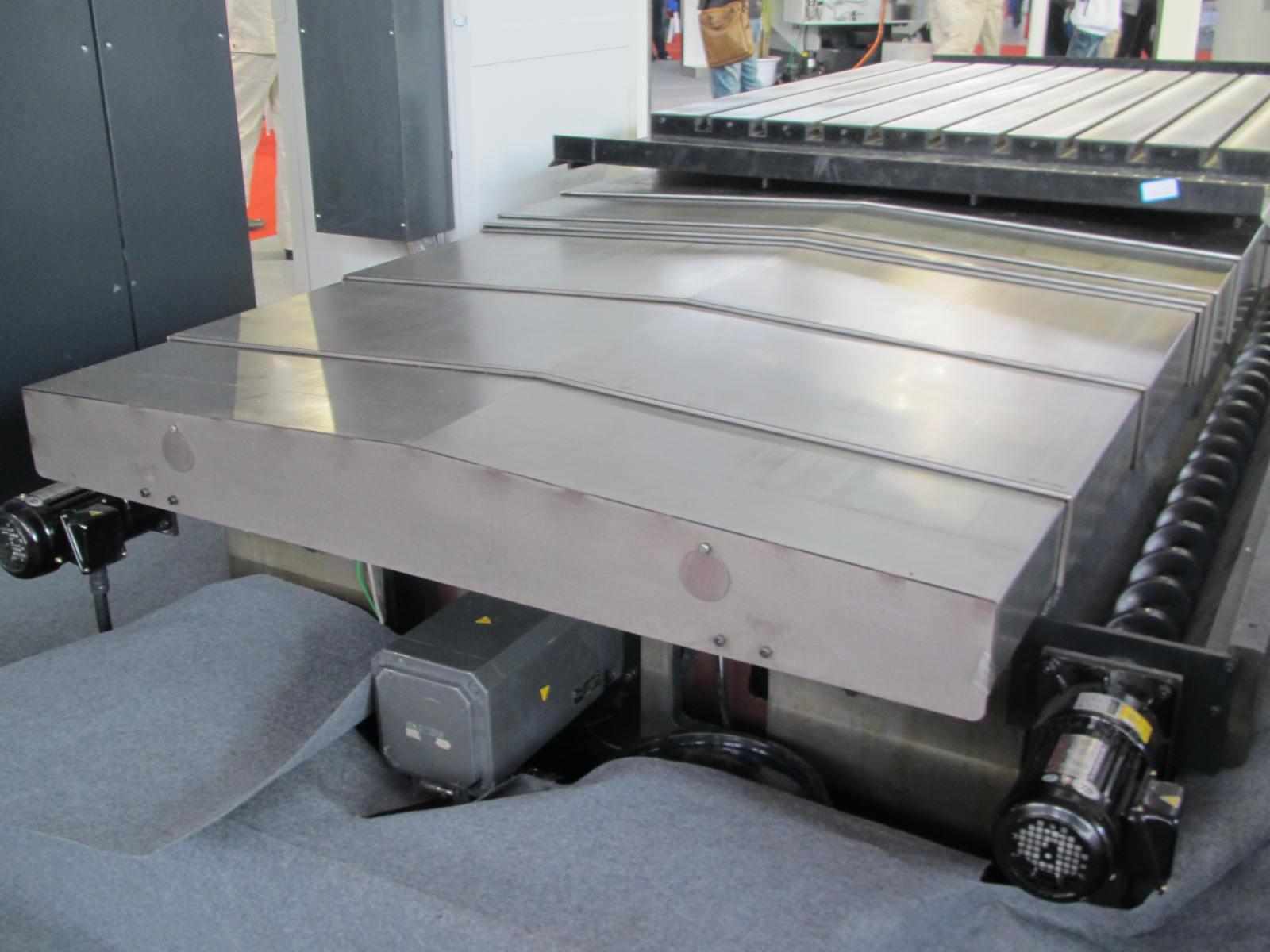 广州机械专用冷板导轨防护罩产品图