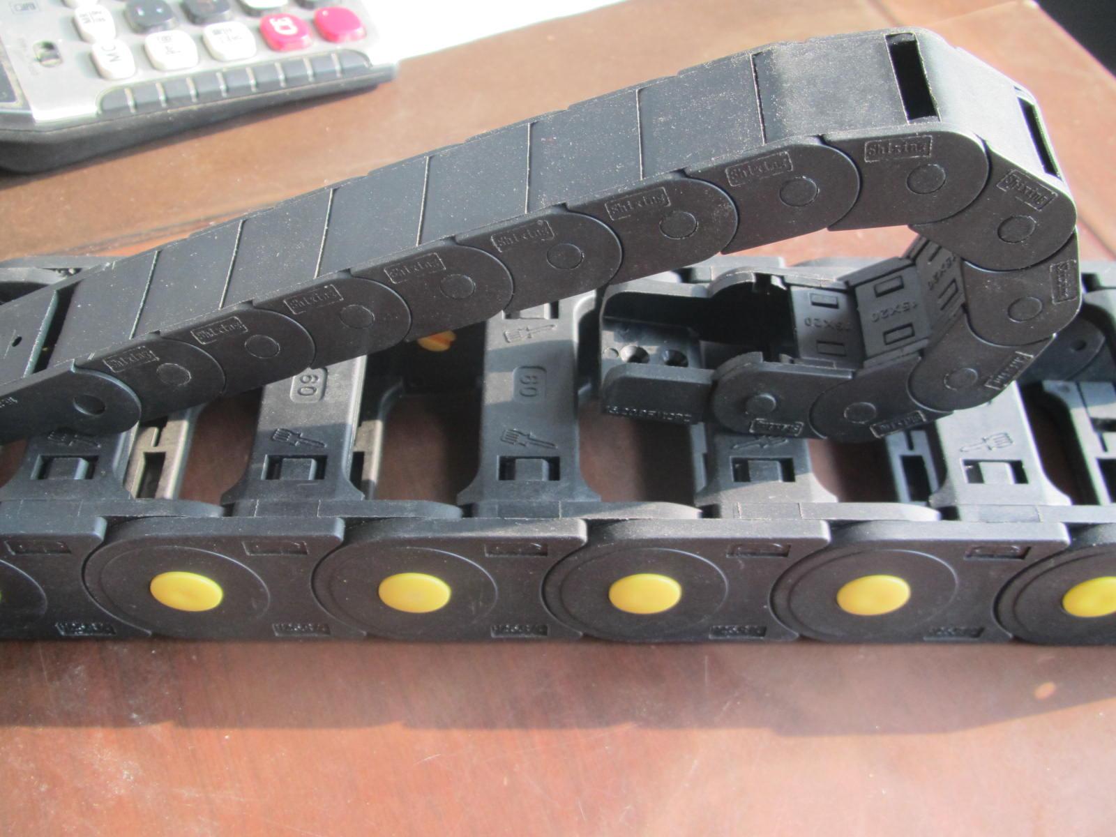 机械封闭式塑料拖链产品图