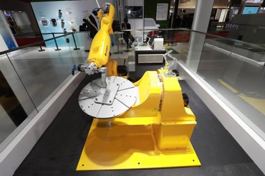 图为格力三维雕刻机器人